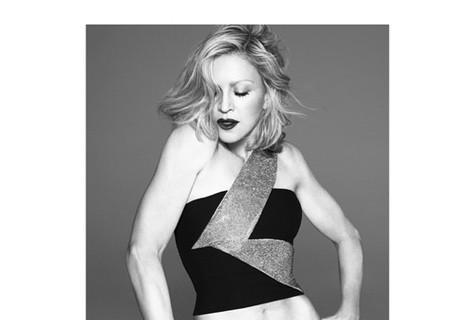 Madonna, fotografiada por Marcus Piggott y Mert Alas para Versace