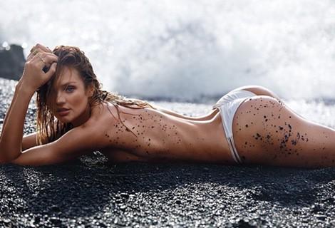 Candice Swanepoel posando con uno de los nuevos bañadores de Victoria's Secret