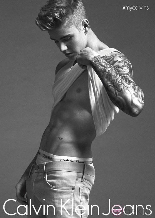 Justin Bieber posando para Calvin Klein en su nueva campaña de primavera