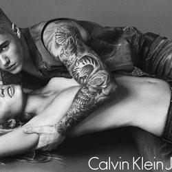 Justin Bieber y Lara Stone, embajadores de la nueva colección de primavera de Calvin Klein