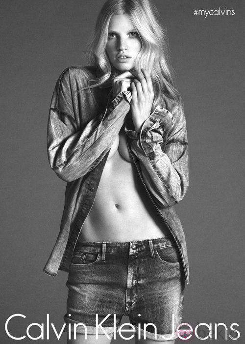 Lara Stone, la nueva embajadora de Calvin Klein Jeans y Calvin Klein Underwear