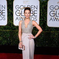 Kate Beckinsale con un diseño de Elie Saab en los Globos de Oro 2015