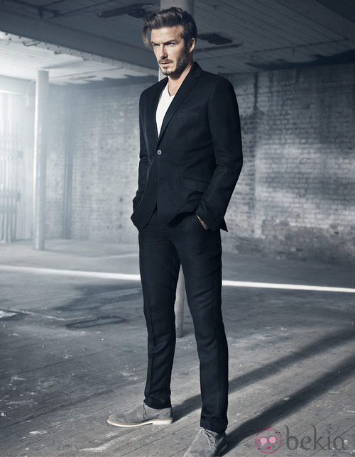 David Beckham con un traje de su colección Essentials primavera 2015