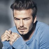 David Beckham con un jersey azul de su colección Essentials primavera 2015