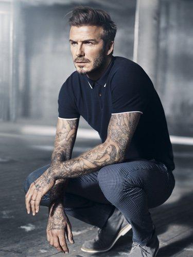 David Beckham con un polo azul marino su colección Essentials primavera 2015