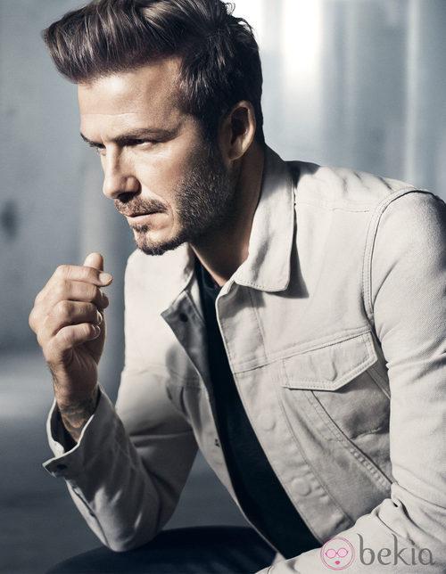 David Beckham con una chaqueta de su colección Essentials primavera 2015