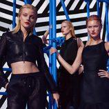 Jessica Stam posando con las prendas negras de la colección primavera/verano 2015 de Kocca