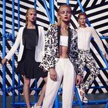Jessica Stam posando con las prendas blancas y negras de la colección primavera/verano 2015 de Kocca