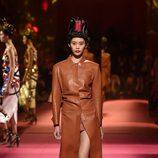 Abrigo camel de Schiaparelli en la Semana de la Alta Costura de París primavera/verano 2015