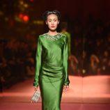 Vestido verde de Schiaparelli en la Semana de la Alta Costura de París primavera/verano 2015