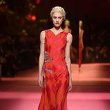 Vestido naranja y rosa de Schiaparelli en la Semana de la Alta Costura de París primavera/verano 2015