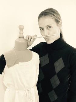 Vanesa Lorenzo trabajando en su nueva y primera colección de moda infantil