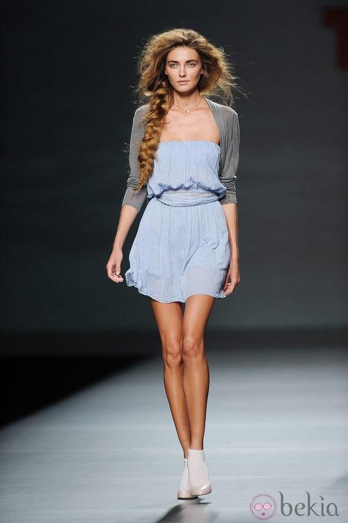 Vestido azul de TCN en Cibeles para la primavera 2012