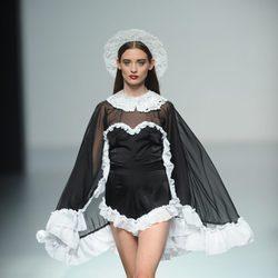 Modelo en blanco y negro de Carlos Díez, colección primavera 2012