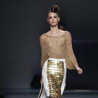 Falda blanca y dorada de Juana Martín en Cibeles