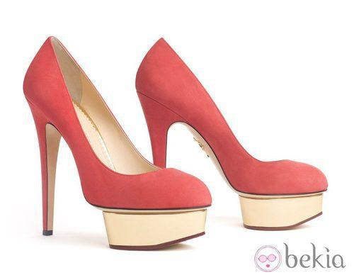 Zapatos rojos de plataforma de Charlotte Olympia