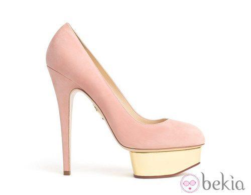 Zapatos rosas de ante con plataforma, de Charlotte Olympia