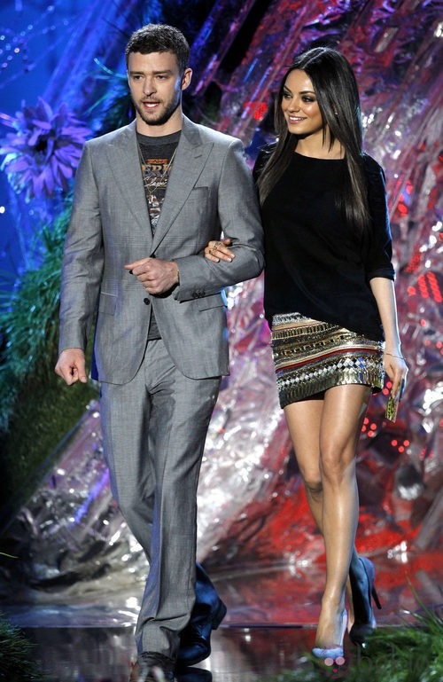 Mila Kunis con zapatos Charlotte Olympia