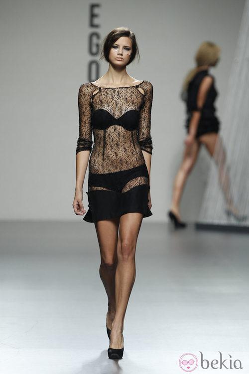 Vestido negro con transparencias de Bebas Closet en Cibeles, colección primavera 2012