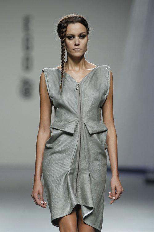 Vestido corto de Shen Lin en Cibeles, colección primavera 2012