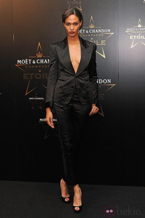 Adwoa Aboah en los premios de la moda Moët & Chandon Étoile en Londres