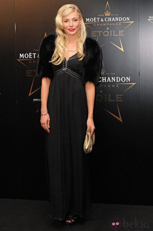Clara Paget en los premios de la moda Moët & Chandon Étoile en Londres