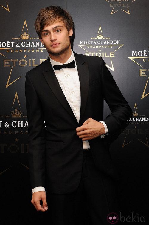 Douglas Booth en los premios de la moda Moët & Chandon Étoile en Londres