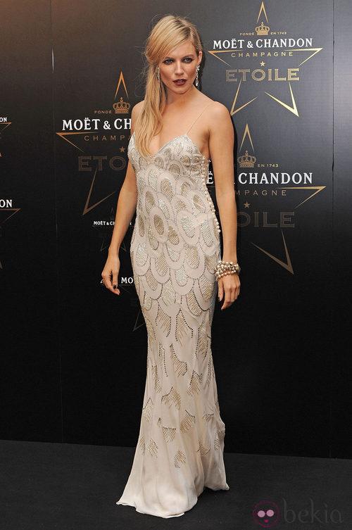 Sienna Miller en los premios de la moda Moët & Chandon Étoile en Londres