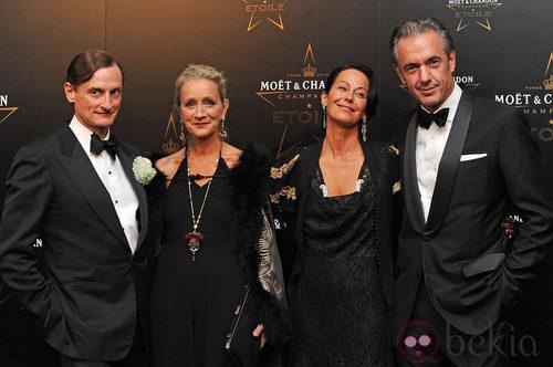 Hamish Bowles, Lucinda Chamber, Lady Amanda Harlech y Daniel Lalonde  en los premios de la moda Moët & Chandon Étoile en Londres