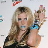 Ke$ha con los labios azules y relojes Baby-G