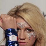 Ke$ha y su Casio Baby-G con la bandera americana