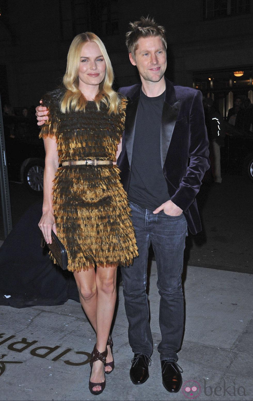 El diseñador Christopher Bailey y la actriz Kate Bosworth