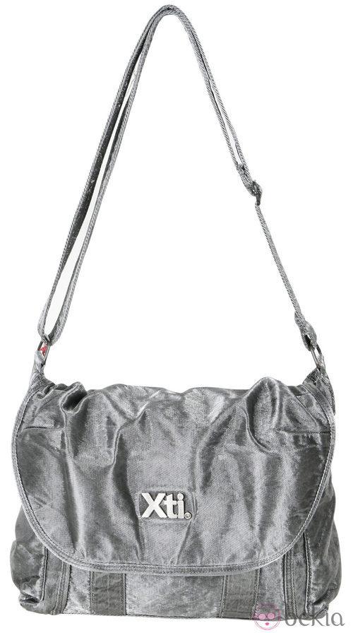 Bandolera gris de la colección otoño/invierno 2011/2012 de Xti