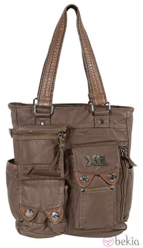 Bolso marrón de cremalleras de la colección otoño/invierno 2011/2012 de Xti