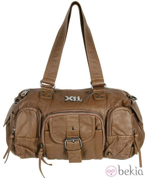 Bolso camel de la colección otoño/invierno 2011/2012 de Xti
