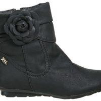 Botín negro con flor de la colección otoño/invierno 2011/2012 de Xti