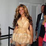 Beyoncé con diseño de Vera Wang en la Semana de la Moda de Nueva York, septiembre de 2011