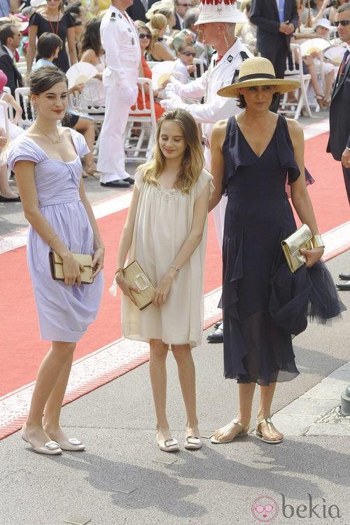 Las hijas de la modelo Ines de la Fressange con manoletinas de Roger Vivier