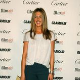 Jennifer Aniston con un clutch de Roger Vivier