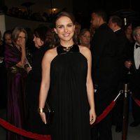 Natalie Portman con un 'clutch' negro en los Premios del Sindicato de Directores 2011