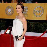 Natalie Portman con un 'clutch' negro en los Premios del Sindicato de Actores 2011