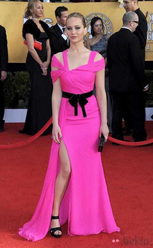 Jennifer Lawrence con unas sandalias de Roger Vivier y vestido de Oscar de la Renta
