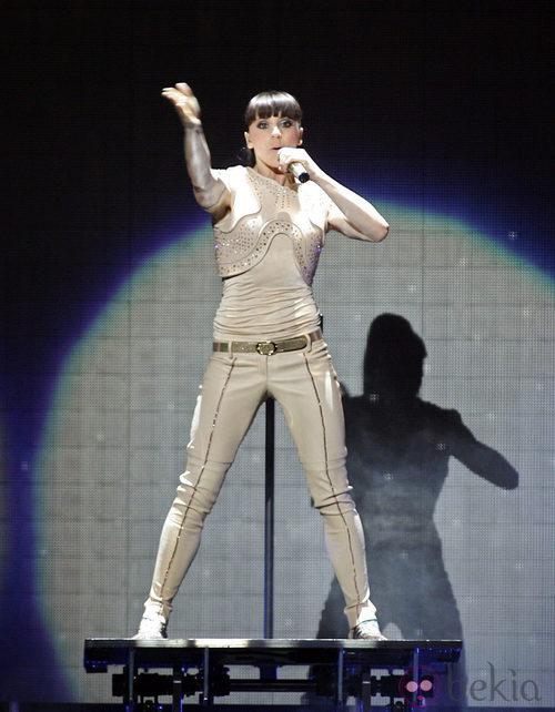 Mel C. con traje de Roberto Cavalli en un concierto de las Spice Girls