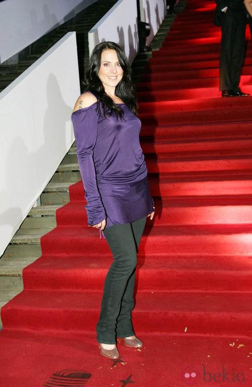 Mela nie C, de las Spice Girl, con pantalones vaqueros