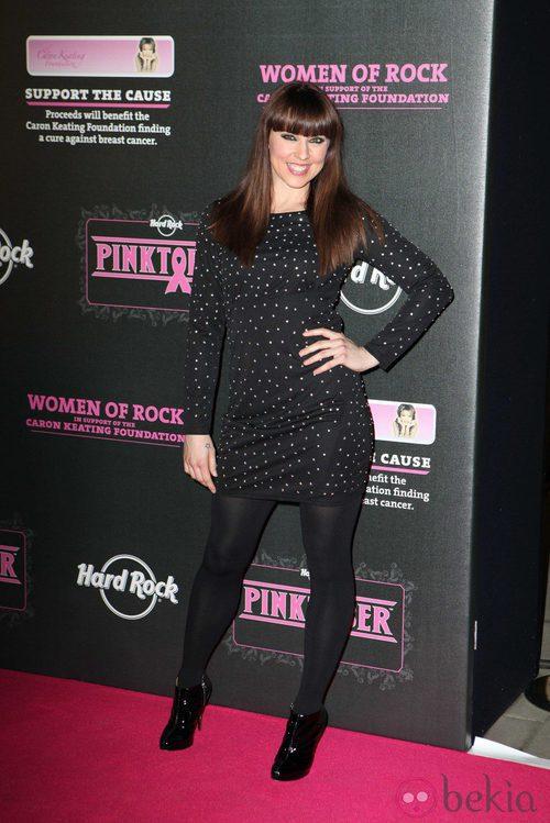 Melanie C, de las Spice Girls, con vestido de lunares