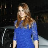 Melanie C., de las Spice Girls, con vestido azul de encaje