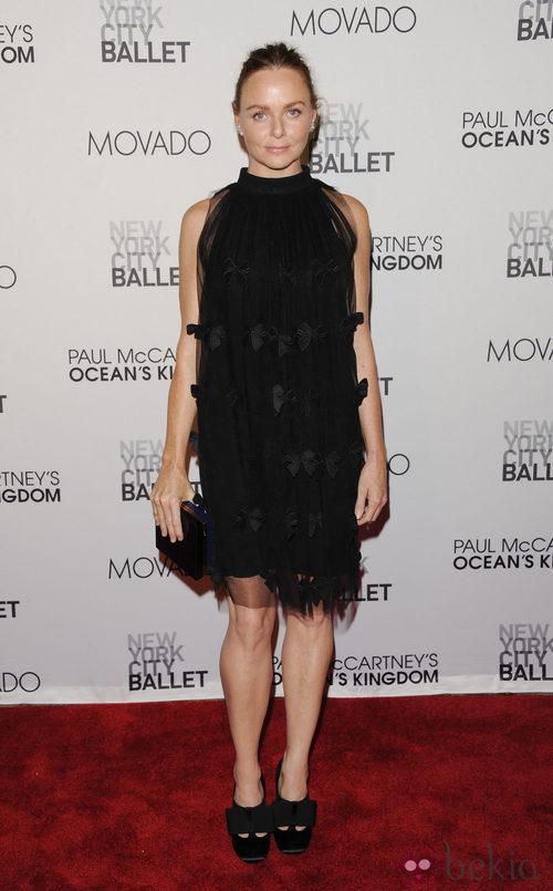 Stella McCartney con un vestido de su colección en el estreno de 'Ocean's Kingdom'