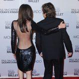 Escote de espalda de Nancy Shevell en el estreno de 'Ocean's Kingdom'