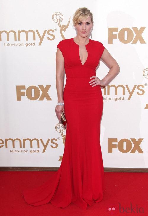 Kate Winslet con un 'clutch' Boite de Nuit de Roger Vivier