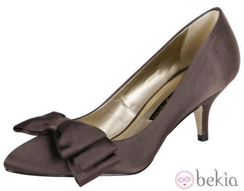 Zapato de tacón con lazo de Lorena Carreras, colección otoño/invierno 2011